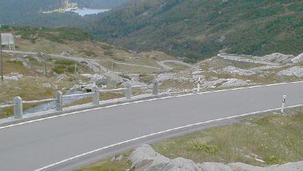 Dolomiittien tiet ovat ehdottomasti kokemisen arvoiset mutta eivät sovi kiireiselle. Kuva 2002 (c) Manu Hakola