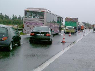 Koko moottoritie on suljettu ja härdelli on valmis. Kuva 2002 (c) Manu Hakola