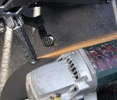 Metalliset jalkatapit ja sivujalat viimeistellään kätevimmin kulmahiomakoneella