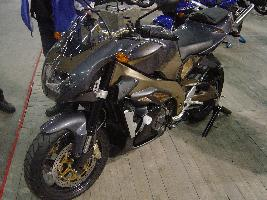 Helsingin moottoripyörämessut 31.1-2.2.2003. Kuva (c) 2003 Santtu Ahonen.