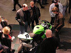 Petteri Hakalan pyörä oli Sumekon osastolla yleisön jakamattoman huomion kohteena. Kuva (c) Tero Kiira 2005